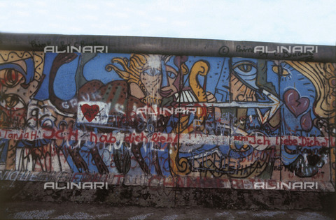 GRA-F-000093-0000 - Sagittarius, Graffiti & Wall Art on the Berlin Wall that fell down beginning from the night of 9th November 1989 - Data dello scatto: 1987 - Francesco and Alessandro Alacevich / Gremese Archive/Alinari Archives
