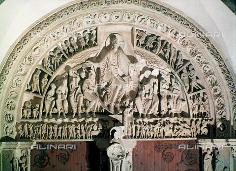 GRC-F-023986-0000 - Portale centrale con il Cristo in gloria nella lunetta della Basilica di Santa Maria Maddalena a Vézelay - Granger, NYC /Archivi Alinari