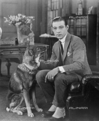 GRC-F-034288-0000 - Ritratto dell'attore Rodolfo Valentino (1895-1926) - Granger, NYC /Archivi Alinari
