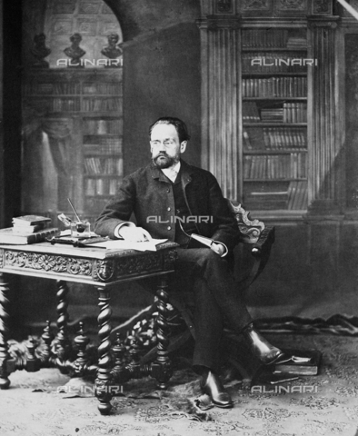 GRC-F-036186-0000 - EMILE ZOLA (1840-1902), French novelist, photographed by Nadar - Granger, NYC/Alinari Archives