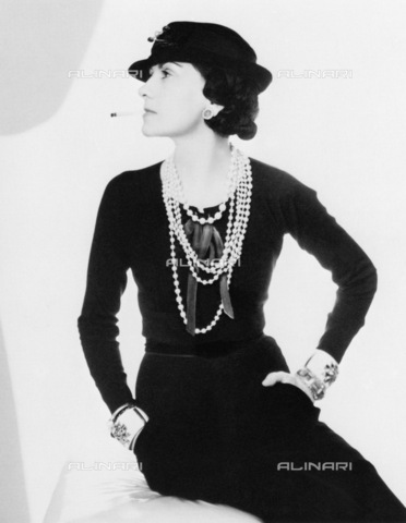GRC-F-036203-0000 - La stilista Coco Chanel (1883-1971) fotografata da Man Ray - Data dello scatto: 1935 ca. - Granger, NYC /Archivi Alinari