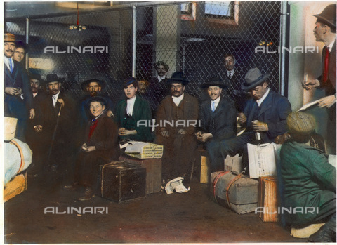 GRC-F-053829-0000 - Immigrati italiani a Ellis Island, New York - Data dello scatto: 1905 - Granger, NYC /Archivi Alinari