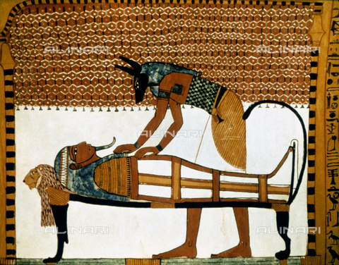 GRC-F-054923-0000 - The god Anubi mummifies a corpse, painted in the tomb of Sennedjem in Deir-el-Medina, Egyptian art of the 19th dynasty - Granger, NYC/Alinari Archives