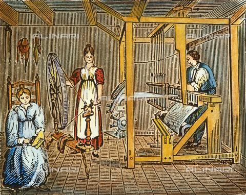 GRC-F-065247-0000 - L'industria tessile casalinga: un uomo e due donne cardano, filano e tessono la lana il lino per la realizzazione di stoffe nell'America coloniale, incisione su legno - Granger, NYC /Archivi Alinari