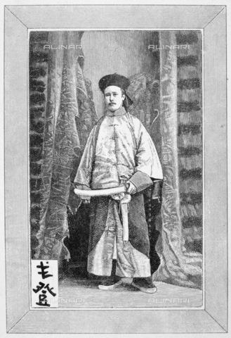GRC-F-068595-0000 - Il soldato inglese Charles George Gordon (1833-1885) in abito da mandarino cinese mandarino, incisione su legno tratta da una fotografia, 1864 ca. - Granger, NYC /Archivi Alinari