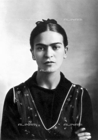 GRC-F-076787-0000 - L'artista messicana Frida Kahlo (1907-1954) fotografata a Città del Messico da Guillermo Kahlo nel 1932 - Data dello scatto: 1932 - Granger, NYC /Archivi Alinari