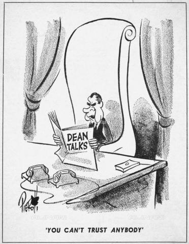 """GRC-F-085368-0000 - Scandalo Watergate: fumetto sulla decisione dell'ex consigliere della Casa Bianca John Dean di cooperare con gli investigatori per lo scandalo del Watergate e il conseguente danneggiamento nei confronti del presidente Richard Nixon. In basso la scritta """"Non potete fidarvi di nessuno"""", disegno di John Pierotti (1911-1987) pubblicato sul """"New York Post"""" dell'8 maggio 1973 - Granger, NYC /Archivi Alinari"""