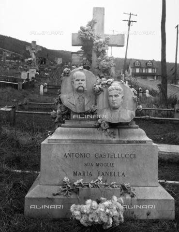 GRC-F-093968-0000 - Immigrati italiani: tomba di marito e moglie italiani a Bethlehem, Pennsylvania - Data dello scatto: 1935 - Granger, NYC /Archivi Alinari
