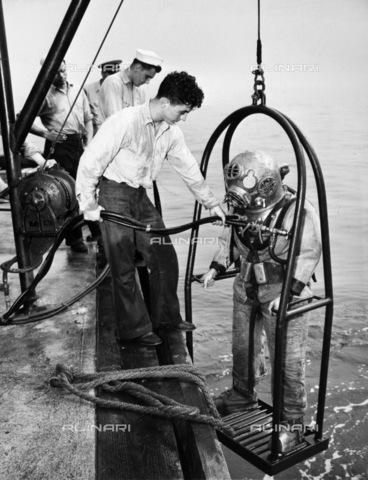GRC-F-094395-0000 - Scuola per subacquei della Marina di Bayonne, New Jersey - Data dello scatto: 1952 - Granger, NYC /Archivi Alinari
