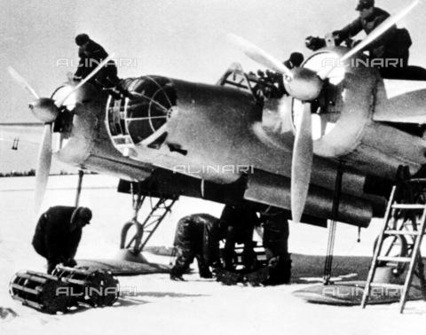 GRC-F-099723-0000 - Guerra russo-finlandese, 1939-40: bombardiere sovietico usato durante l'invasione della Finlandia - Data dello scatto: 1939-1940 - Granger, NYC /Archivi Alinari