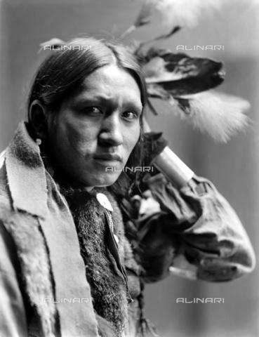 GRC-F-116555-0000 - Ritratto di Plenty Wounds, un nativo americano Sioux - Data dello scatto: 1900 ca. - Granger, NYC /Archivi Alinari