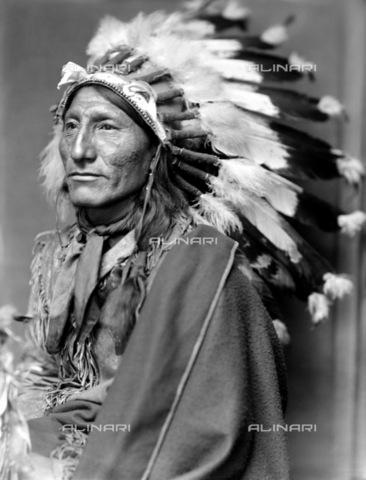 GRC-F-116588-0000 - Ritratto di Whirling Horse, un nativo americano Sioux - Data dello scatto: 1900 ca. - Granger, NYC /Archivi Alinari