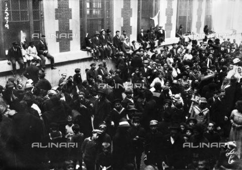 GRC-F-117587-0000 - Folla di immigrati europei a Ellis Island, New York - Data dello scatto: 24/09/1920 - Granger, NYC /Archivi Alinari