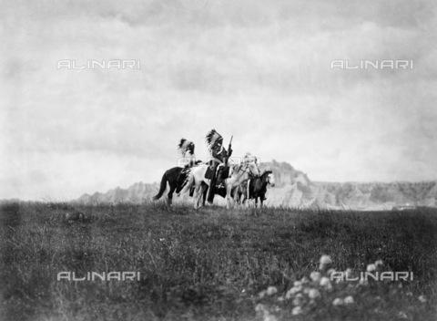 GRC-F-117834-0000 - Uomini nativi americani Sioux a cavallo nelle Grandi Pianure - Data dello scatto: 1905 ca. - Granger, NYC /Archivi Alinari