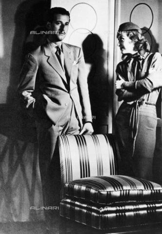 GRC-F-126635-0000 - Il costumista statunitense Adrian Adolph Greenberg (1903-1959), noto come Adrian o Gilbert Adrian, fotografato negli studi della Metro-Goldwyn-Mayer con l'attrice Joan Crawford (1904-1977) - Data dello scatto: 1933 - Granger, NYC /Archivi Alinari