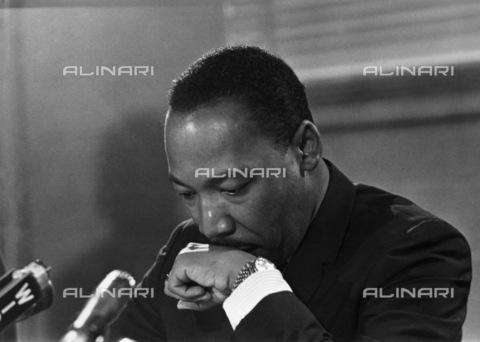 GRC-F-169633-0000 - Martin Luther King (1929-1968) durante la conferenza stampa in cui annunciò che non sarebbe candidato alla presidenza degli Stati Uniti, aprile 1967 - Data dello scatto: 04/1967 - Granger, NYC /Archivi Alinari