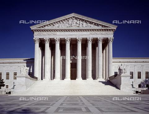 GRC-F-176822-0000 - La Corte suprema degli Stati Uniti d'America, particolare dell'esterno, Campidoglio, Washington - Data dello scatto: 1990 ca. - Granger, NYC /Archivi Alinari