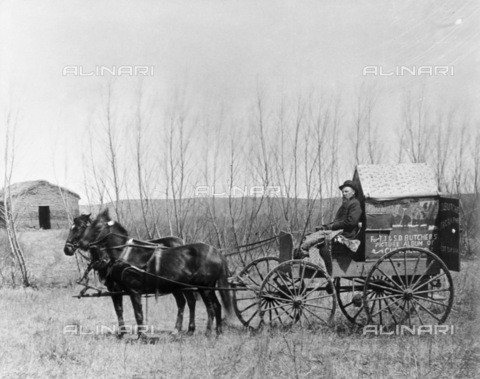GRC-F-183521-0000 - Carro con apparecchiatura fotografica utilizzato dal fotografo Solomon D. Butcher durante la sua campagna fotografica nella Contea di Custer in Nebraska - Data dello scatto: 1886 - Granger, NYC /Archivi Alinari