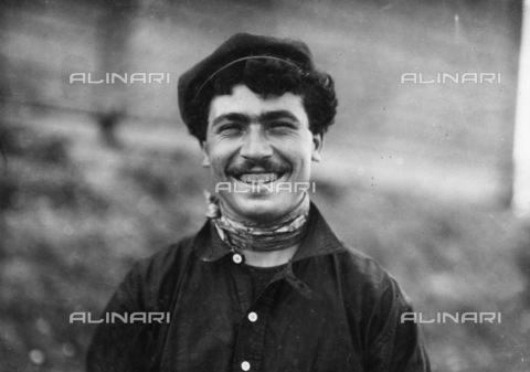 GRC-F-259019-0000 - Immigration: An Italian steel worker in Pittsburgh, Pennsylvania. Photograph of Lewis Hine of 1908 - Data dello scatto: 1908 - Granger, NYC/Alinari Archives