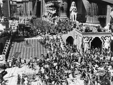 """GRC-F-267633-0000 - Scena ambientata in Mesopotamia del kolossal  - film muto """"Intolerance"""", diretto da David Wark Griffith, Hollywood - Data dello scatto: 1916 - Granger, NYC /Archivi Alinari"""