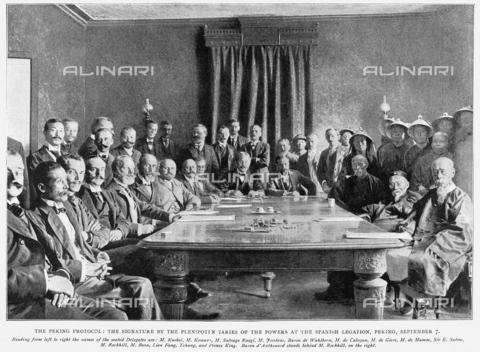 GRC-F-353538-0000 - Firma del Protocollo Boxer tra l'imperatore Qing della Cina e membri dell'Alleanza delle otto nazioni, che contribuì a sconfiggere la Ribellione dei Boxer il 7 settembre 1901, stampa - Granger, NYC /Archivi Alinari