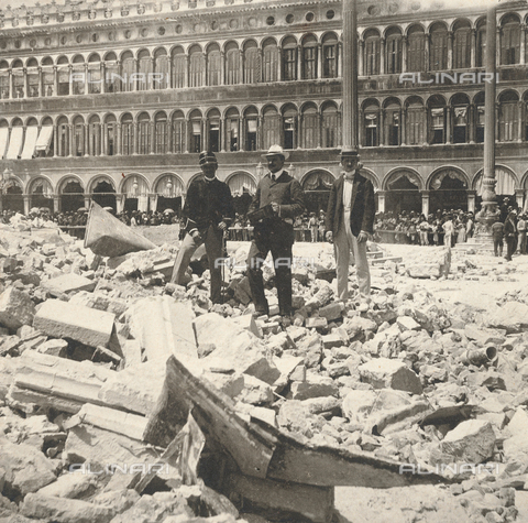 GRQ-F-003220-0000 - The rubble of the Bell tower of the Basilica of S. Marco, collapsed on 14 July 1902 in Piazza S. Marco, Venice