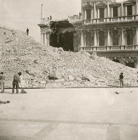 GRQ-F-003222-0000 - The rubble of the Bell tower of the Basilica of S. Marco, collapsed on 14 July 1902 in Piazza S. Marco, Venice