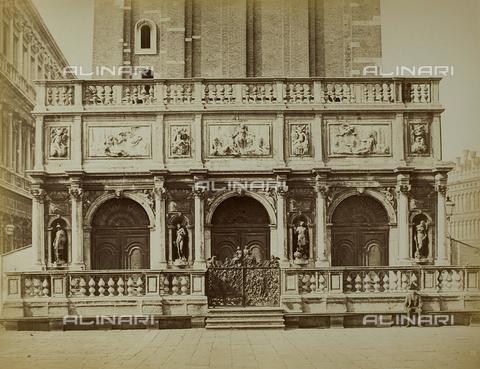 GRQ-F-004380-0000 - Loggetta alla base del Campanile di San Marco a Venezia - Data dello scatto: 1860-1870 - Raccolte Museali Fratelli Alinari (RMFA), Firenze