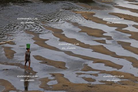 GVA-F-009200-0000 - Un fiume malgascio del nord