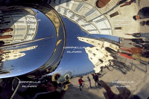 GVA-F-016040-0000 - Trani cattedrale riflessa trombone