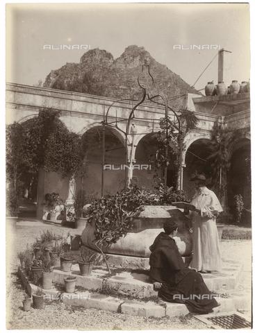 GWA-F-000197-0000 - Portrait of religious in a cloister - Data dello scatto: 1900 ca. - Archivi Alinari, Firenze
