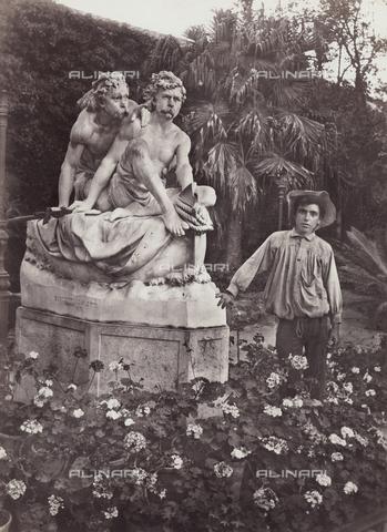 GWA-F-000202-0000 - Sculptural group of the Canaris brothers and a boy, Palermo - Data dello scatto: 1910 ca. - Archivi Alinari, Firenze