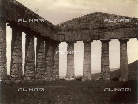 """GWA-F-000245-0000 - View of the """"Big Temple"""" at Segesta - Data dello scatto: 1895 ca. - Archivi Alinari, Firenze"""