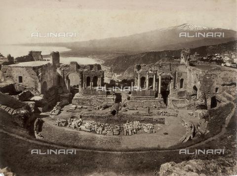GWA-F-000274-0000 - View of Taormina with the Greek Theatre - Data dello scatto: 1895 ca. - Archivi Alinari, Firenze