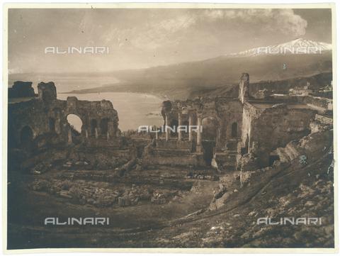 GWA-F-000275-0000 - View of Greek Theatre, Taormina - Data dello scatto: 1900 ca. - Archivi Alinari, Firenze