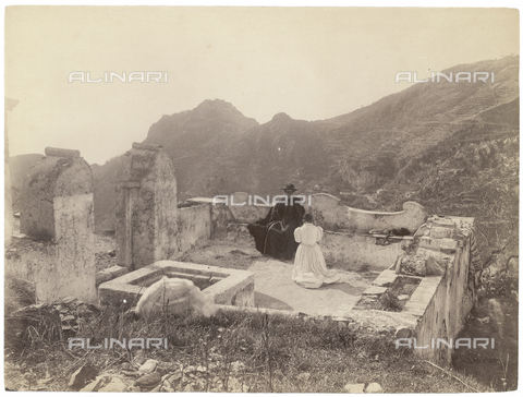 GWA-F-000346-0000 - Terrace with a priest and a woman - Data dello scatto: 1900 ca. - Archivi Alinari, Firenze