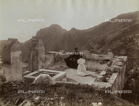 GWA-F-000348-0000 - Terrace with a priest and a woman - Data dello scatto: 1900 ca. - Archivi Alinari, Firenze