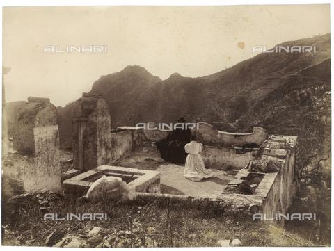 GWA-F-000349-0000 - Terrace with a priest and a woman - Data dello scatto: 1900 ca. - Archivi Alinari, Firenze