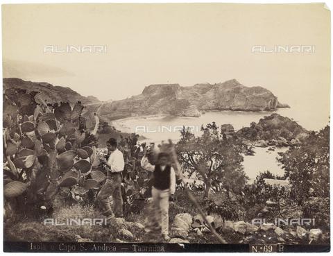 GWA-F-000409-0000 - Isola and Capo Sant'Andrea, Taormina - Data dello scatto: 1900 ca. - Archivi Alinari, Firenze