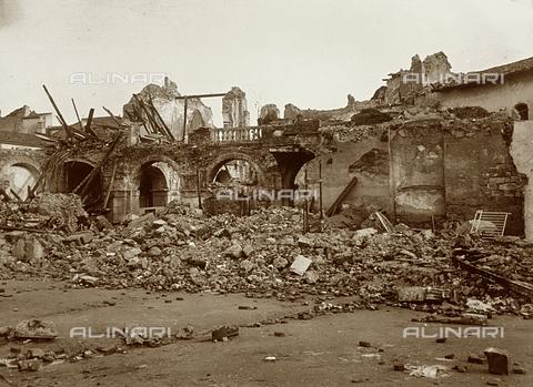 GWA-F-000562-0000 - Ruins of the Monastry of Santa Caterina, in Messina, destroyed by the sismic catastrophe of 1908 - Data dello scatto: 1908 - Archivi Alinari, Firenze