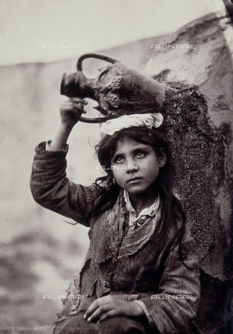 GWA-F-000617-0000 - Child with amphora
