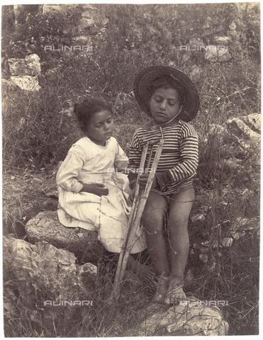 GWA-F-000668-0000 - Children - Data dello scatto: 1900 ca. - Archivi Alinari, Firenze
