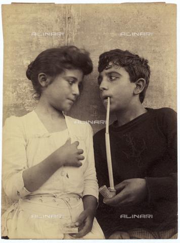 GWA-F-000709-0000 - Two young children - Data dello scatto: 1900 ca. - Archivi Alinari, Firenze