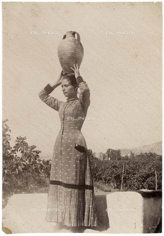 GWA-F-000755-0000 - Portrait of a woman - Data dello scatto: 1900 ca. - Archivi Alinari, Firenze