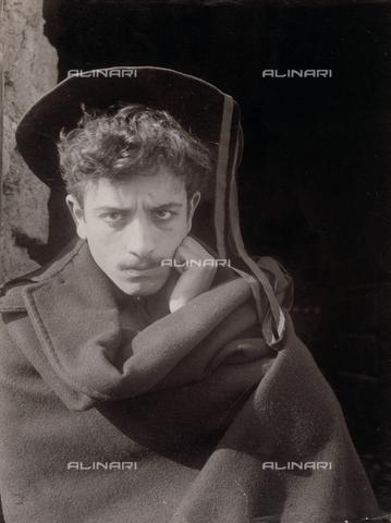 GWA-F-000887-0000 - Portrait of a man with hat - Data dello scatto: 1900 ca. - Archivi Alinari, Firenze