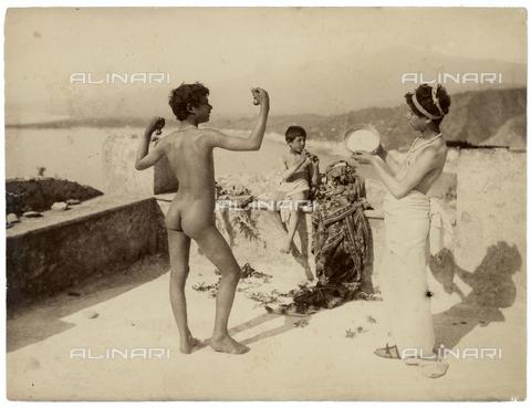 GWA-F-000907-0000 - Group of boys on a terrace with musical instruments - Data dello scatto: 1900 ca. - Archivi Alinari, Firenze