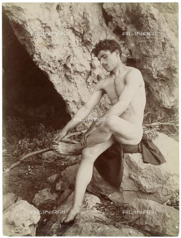 GWA-F-000939-0000 - Young man seated on a rock - Data dello scatto: 1900 ca. - Archivi Alinari, Firenze