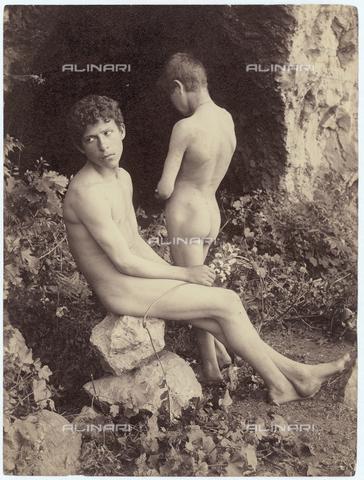 GWA-F-000954-0000 - Two nude boys - Data dello scatto: 1900 ca. - Archivi Alinari, Firenze