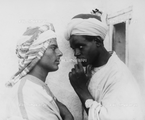 GWN-F-000024-0000 - Close-up of two young men wearing turbans - Data dello scatto: 1895 - 1905 - Archivi Alinari, Firenze