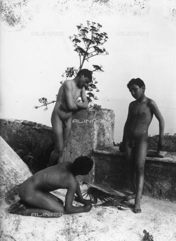 GWN-F-000379-0000 - Nude Sicilian youth in artistic poses - Data dello scatto: 1895 - 1905 - Archivi Alinari, Firenze
